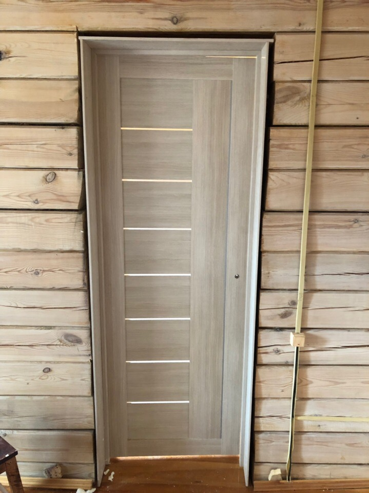 Установка межкомнатной двери в деревянный дом