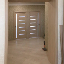Установка дверей в санузел, на кухню, отделка проема МДФ